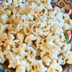 Peppermint White Chocolate Popcorn